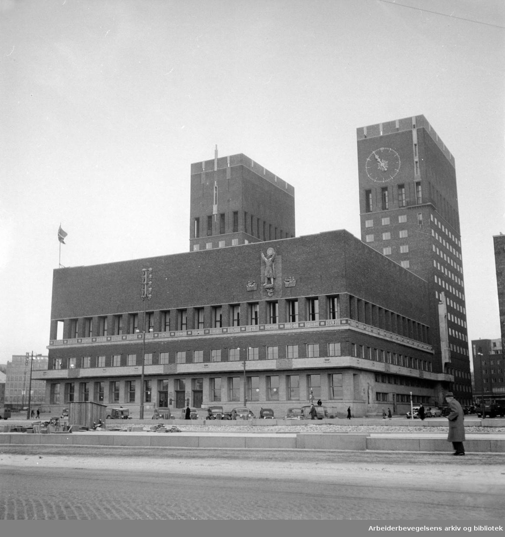 Rådhuset, eksteriør. Desember 1950