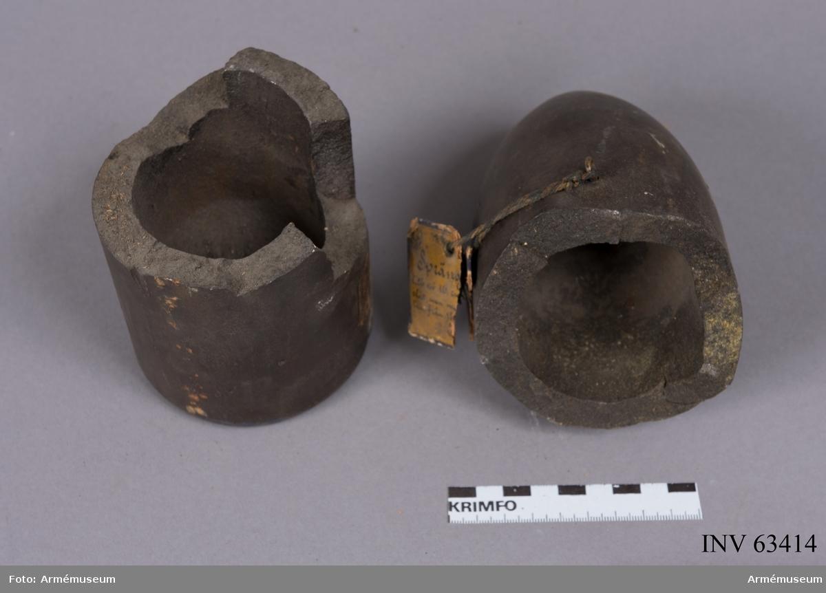 Grupp F II. Sprängstycke i två delar till 10 cm granat. Inuti slät med halvsfärisk botten. 1870 års försök. Sprängd 1870.