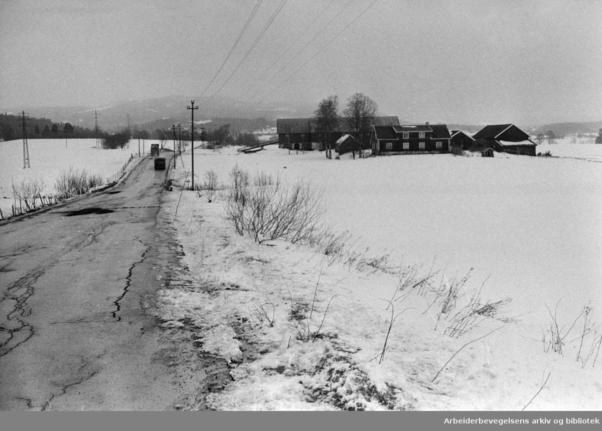 Maridalen: Kirkebygårdene skal vekk. Skjerven gård. April 1970