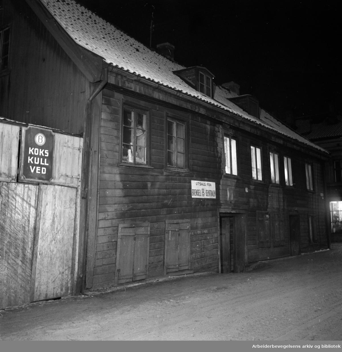 Lakkegata 20. Kull, koks og vedutsalg. Januar 1954