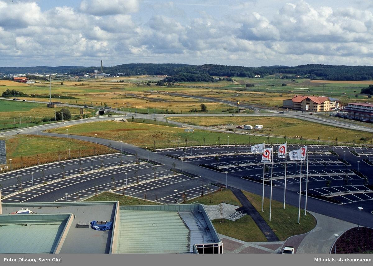 Fässbergsdalen, Mölndal, i augusti 1992. Vy från Europahuset mot Eklanda, Balltorp och Kärra. FD 5:34.