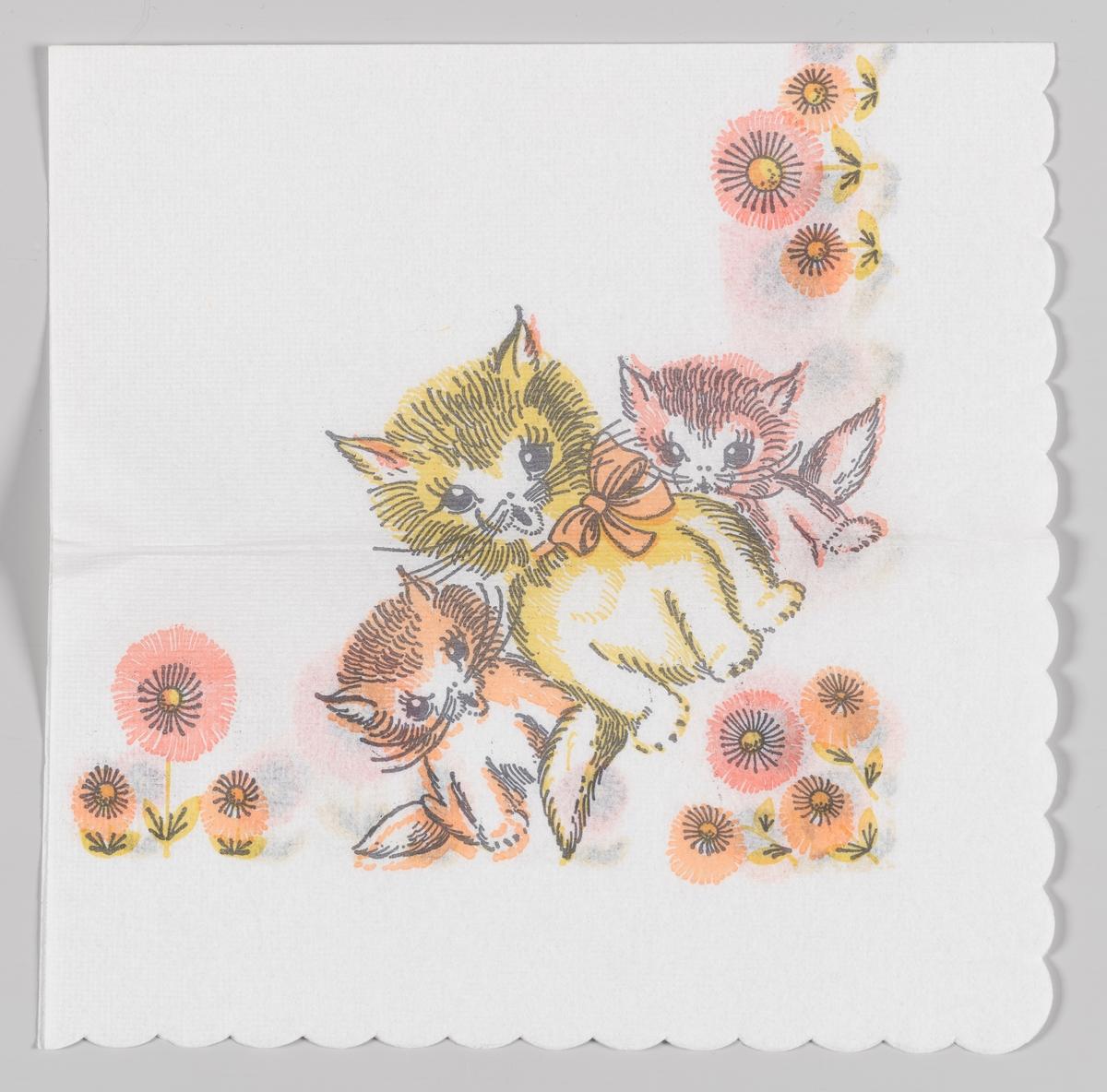 Tre katter sitter blant rosa og oransje blomster.