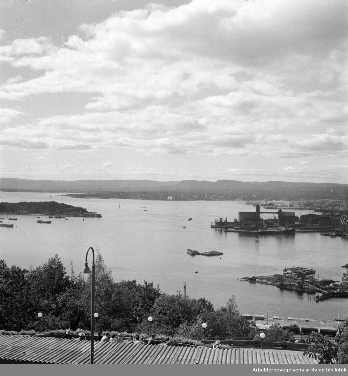 Ekeberg. Ekebergrestauranten, utsikten over havna..August 1948