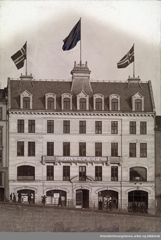 Folkets Hus på Youngstorget..Mulig 1907..