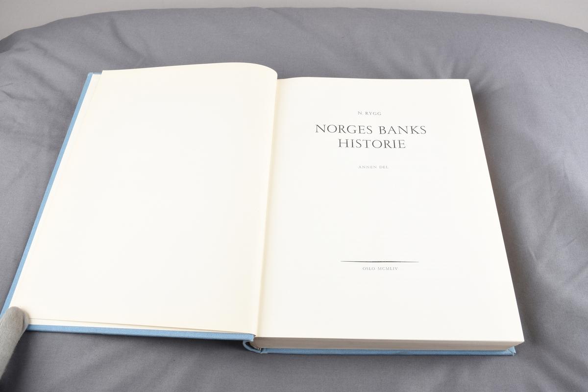 Kort fra Norges Bank inni boken
