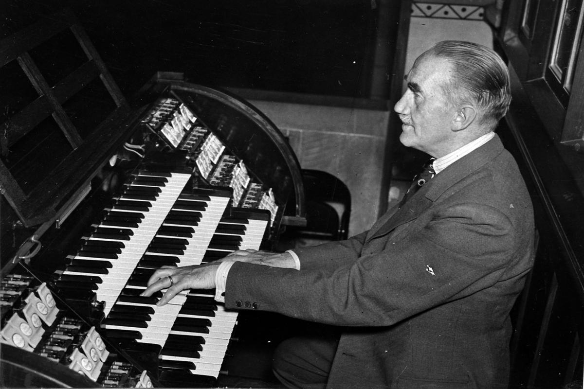 Musikdirektör och musiklärare Herrman Lindkvist.