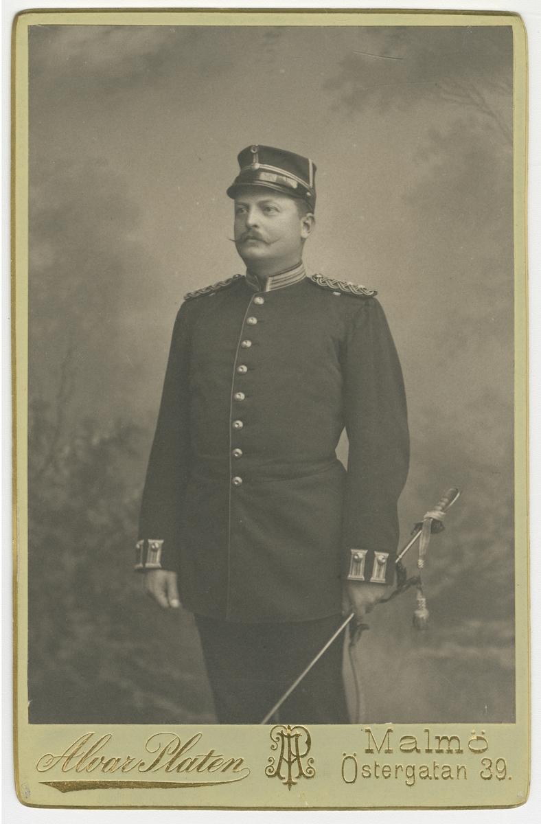 Porträtt av Lars Gustaf Cavalli, officer vid Kronobergs regemente I 11.  Se även bild AMA.0005561 och AMA.0014534.