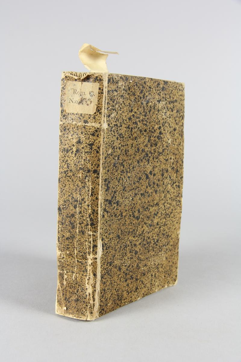 "Bok, pappband, ""Mémoires et aventures d´un bourgeois qui s´est avancé dans le monde"", del 2. Pärmar av stänkt papp, skuret snitt. Etikett med samlingsnummer på ryggen."