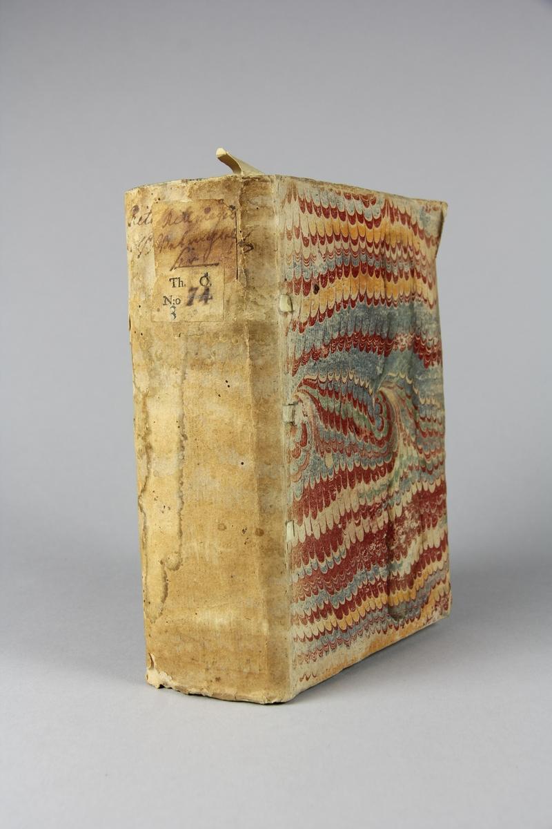 """Bok, häftad, """"Wårs herras Jesu Christi aldraheligaste nattward"""", tryckt 1723 i Stockholm. Pärmar av marmorerat papper, blekt rygg med påklistrade etiketter med titel och samlingsnummer. Oskuret snitt. Anteckning om inköp."""