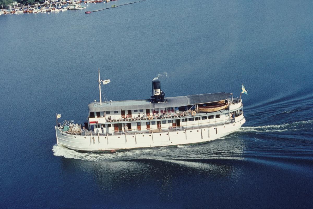 Fartyg: WILHELM THAM                   Bredd över allt 6,73 meter Längd över allt 29,48 meter Reg. Nr.: 5359 Rederi: Ångfartygs AB Göta Kanal Byggår: 1912 Varv: Motala Verkstad