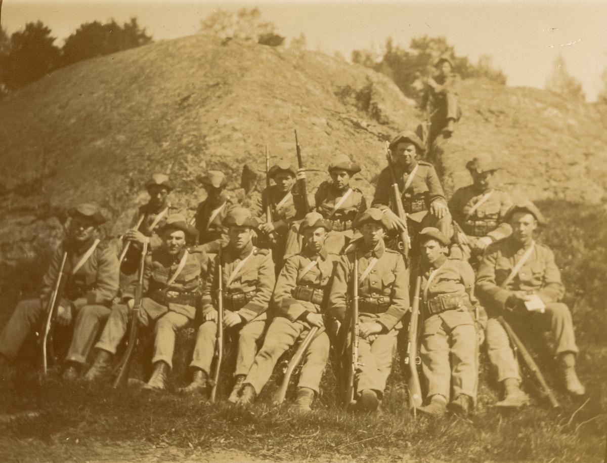 Fotoalbum innehållande bilder från åren 1915-1916 föreställande Boden-Karlsborgs artilleriregemente A 8.