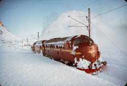 Snørydding ved Oksebotn km 295, mellom Finse og Haugastøl, e