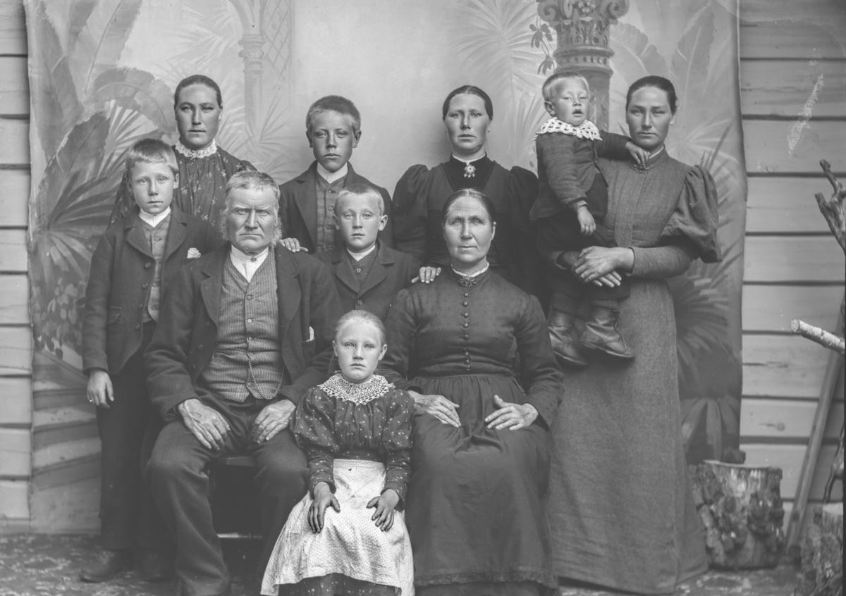 Ole Dalseghaugen med familie.