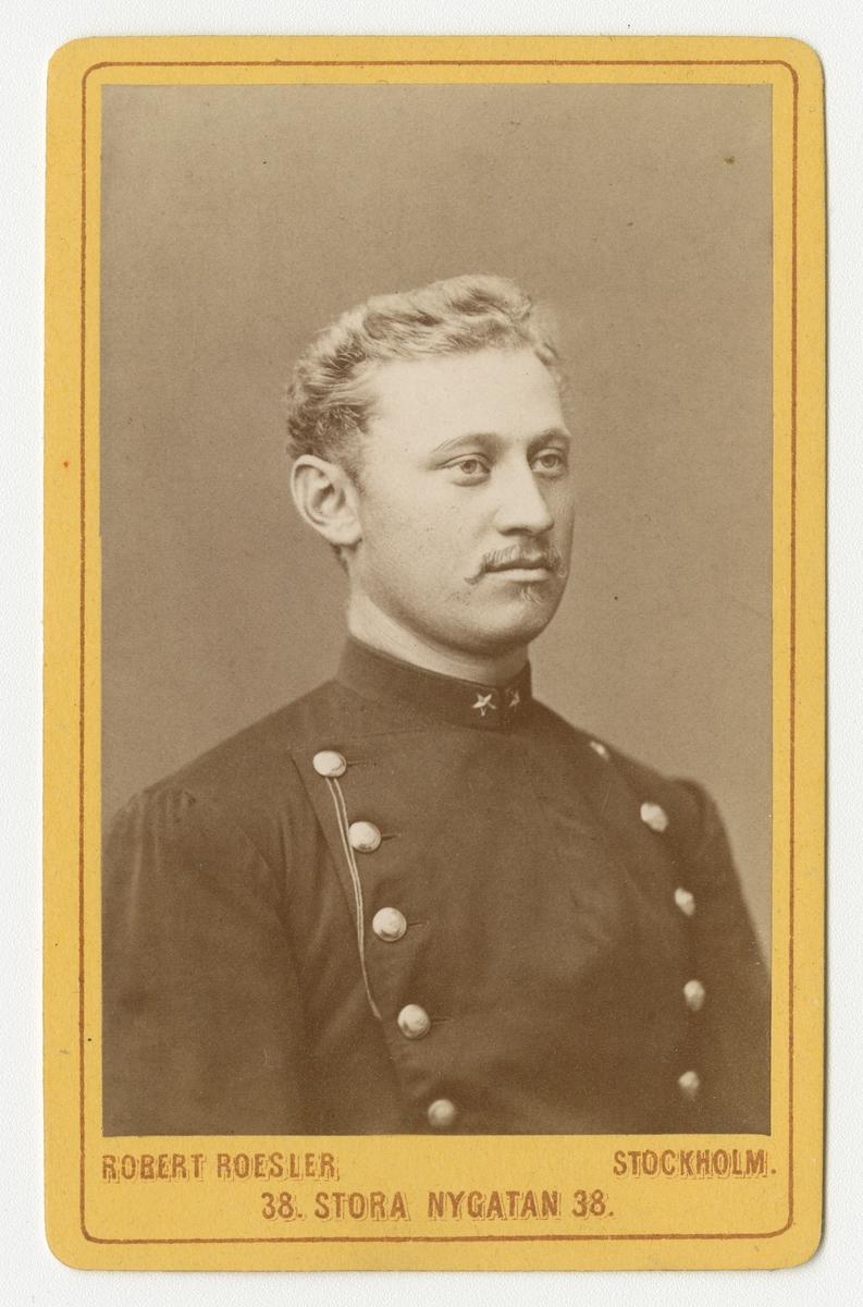 Porträtt av Axel Wilhelm Håkansson, underlöjtnant vid Södermanlands regemente I 10.  Se även bild AMA.0009434.