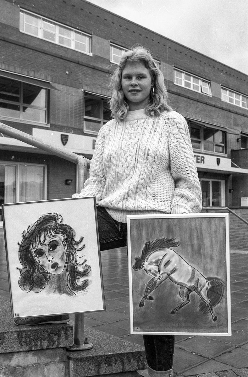 Christina Hassel 13 år med utstilling i Kolbotn Bibliotek.