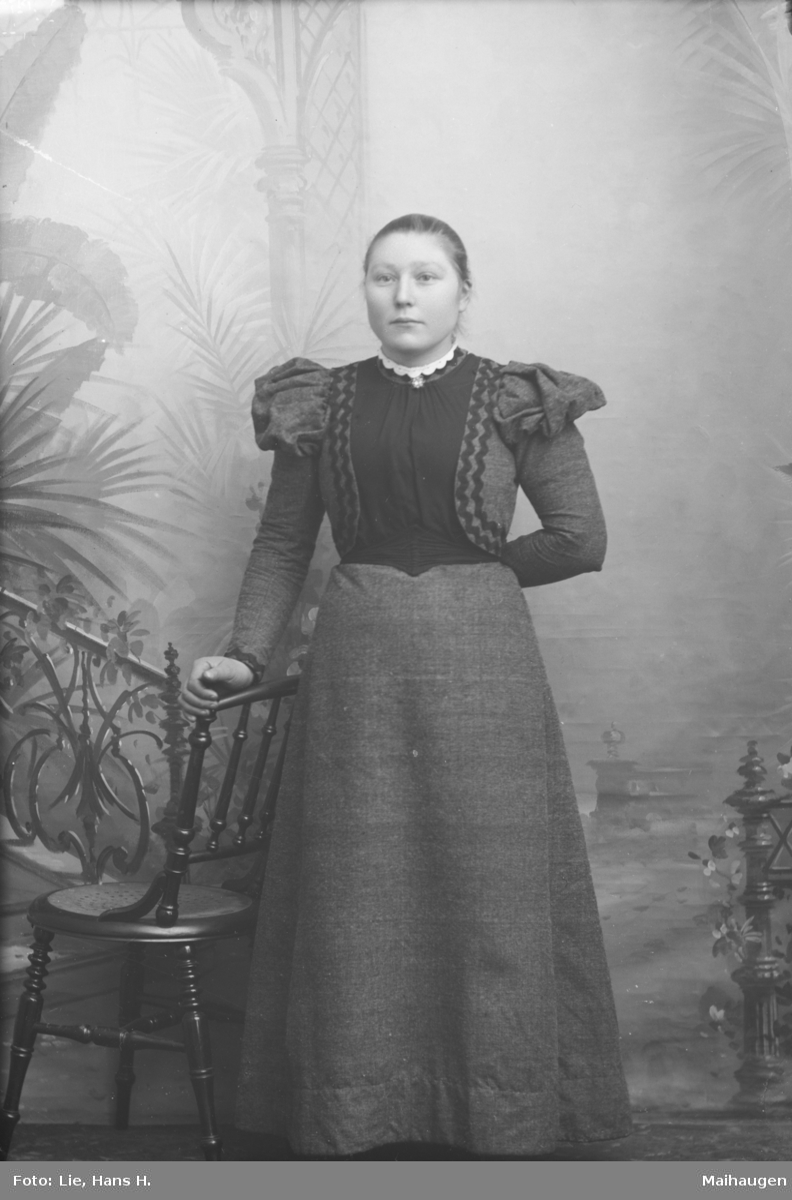 Portrett, helfigur, Anna I. Bergum