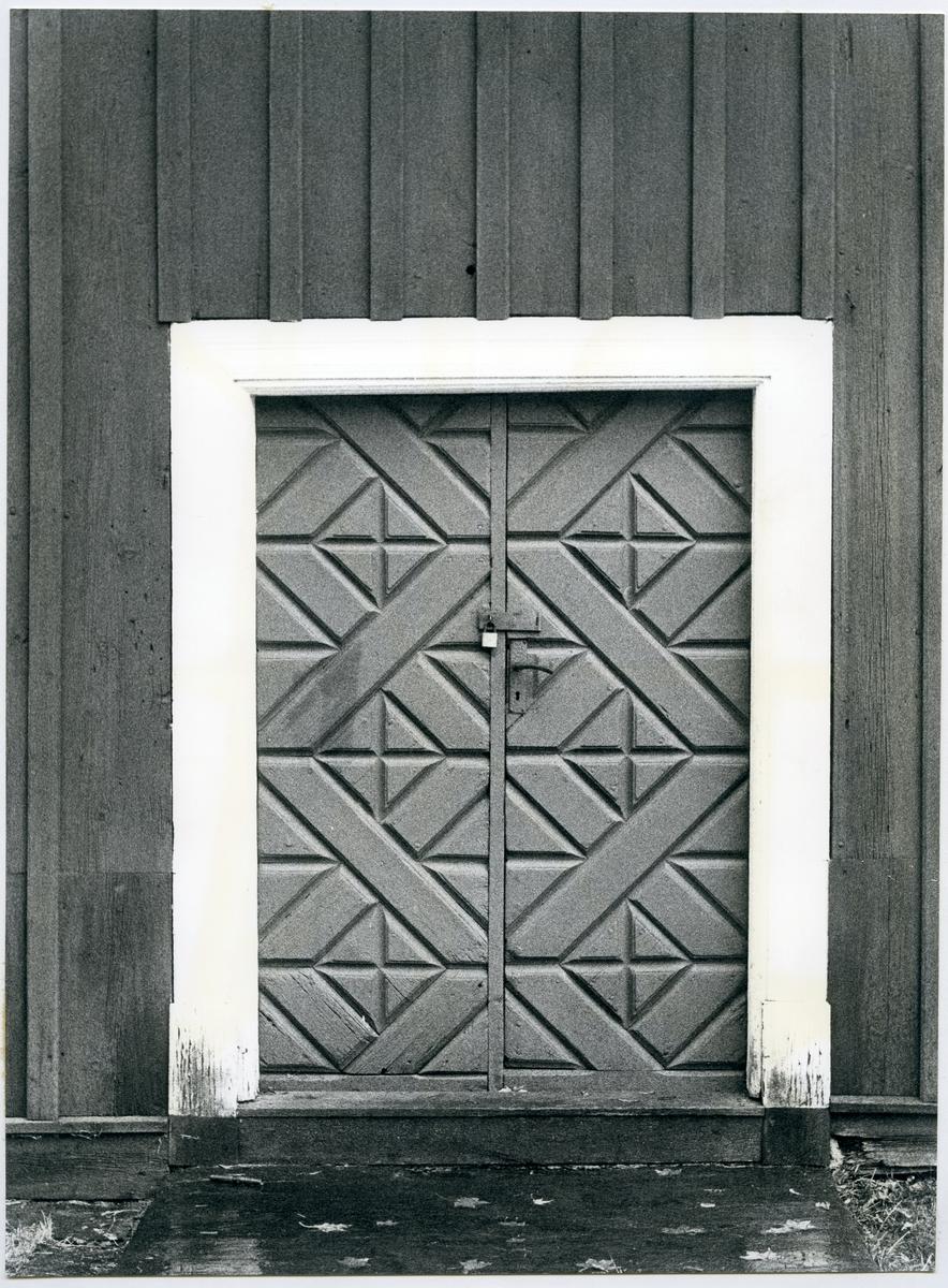 Götlunda sn, Holmsätter.   Gamla prästgården. Dörr på mangårdsbyggnaden.