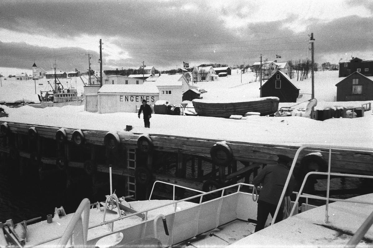 Kaia på Engenes, fotografert fra hurtigbåten.
