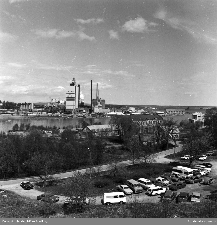 Östrandsfabriken fotograferad från olika håll.