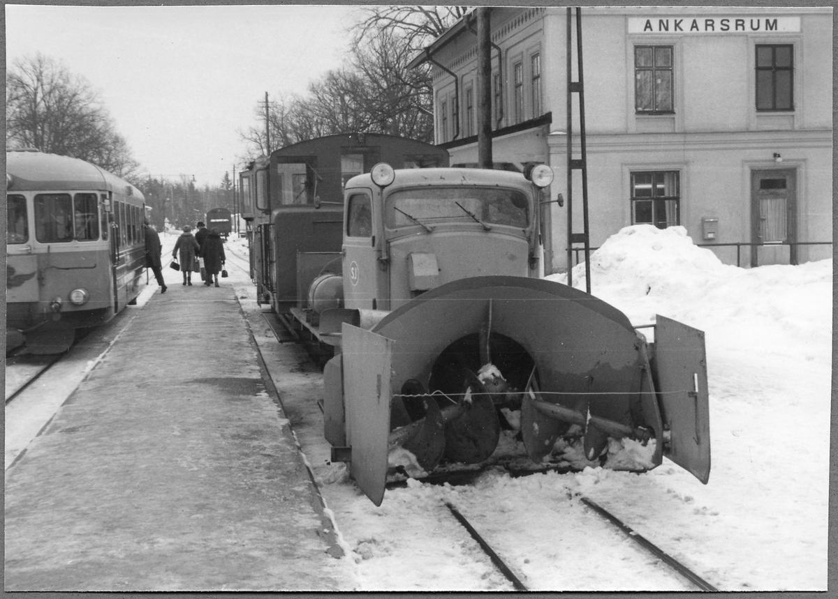Statens Järnvägar, SJ A 7 snöslunga och Z4p på stationen i Ankarsrum.
