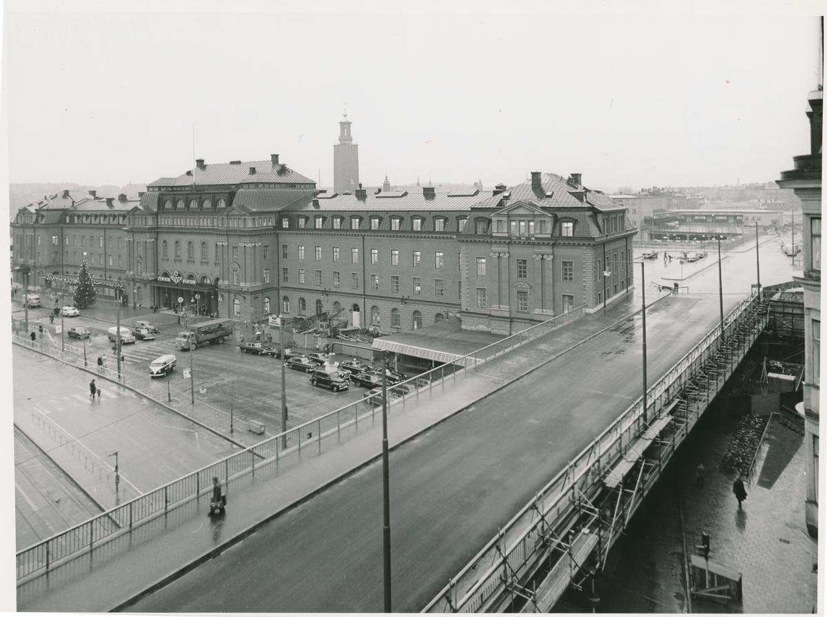 Utsikt från Vasagatan 24 mot centralstationen och nya Klarabergsbron.
