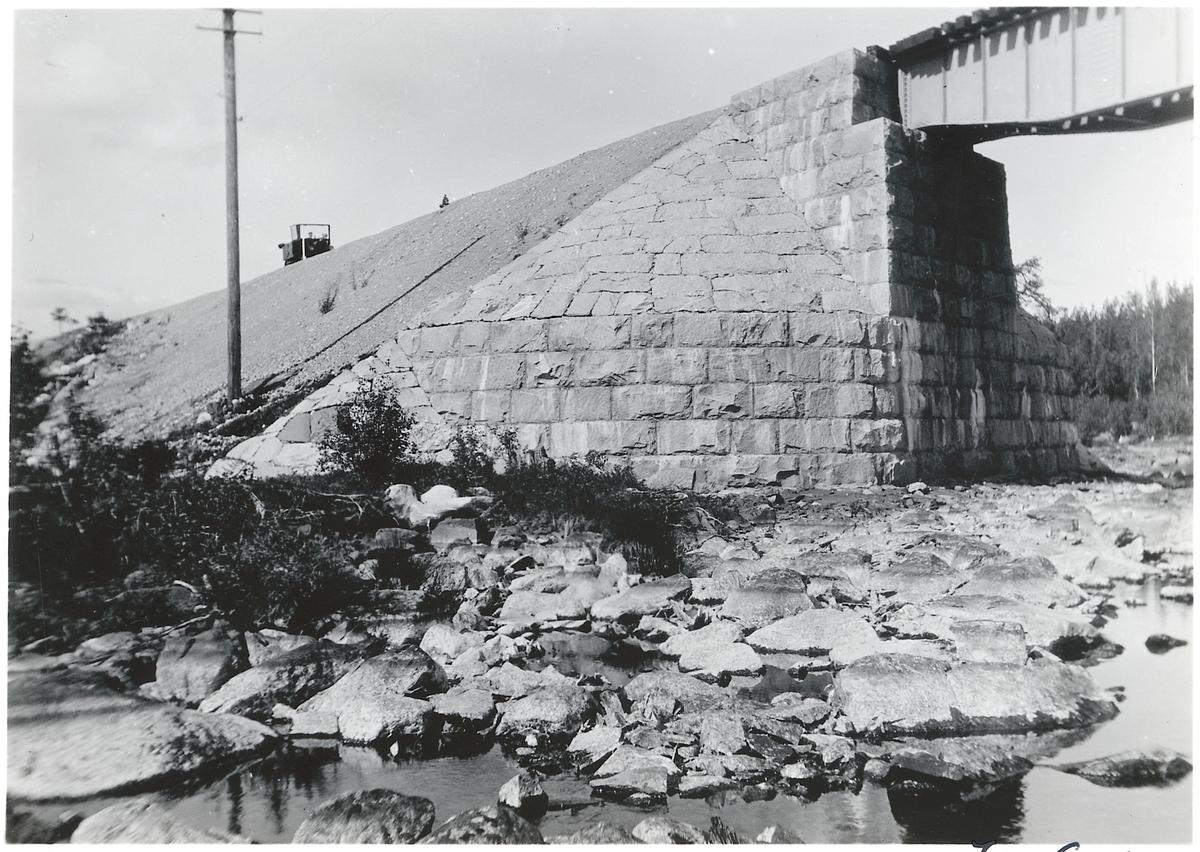 Bro över Gunnarbäcken på linjen mellan Storuman och Sorsele, strax norr om Gunnarberg.