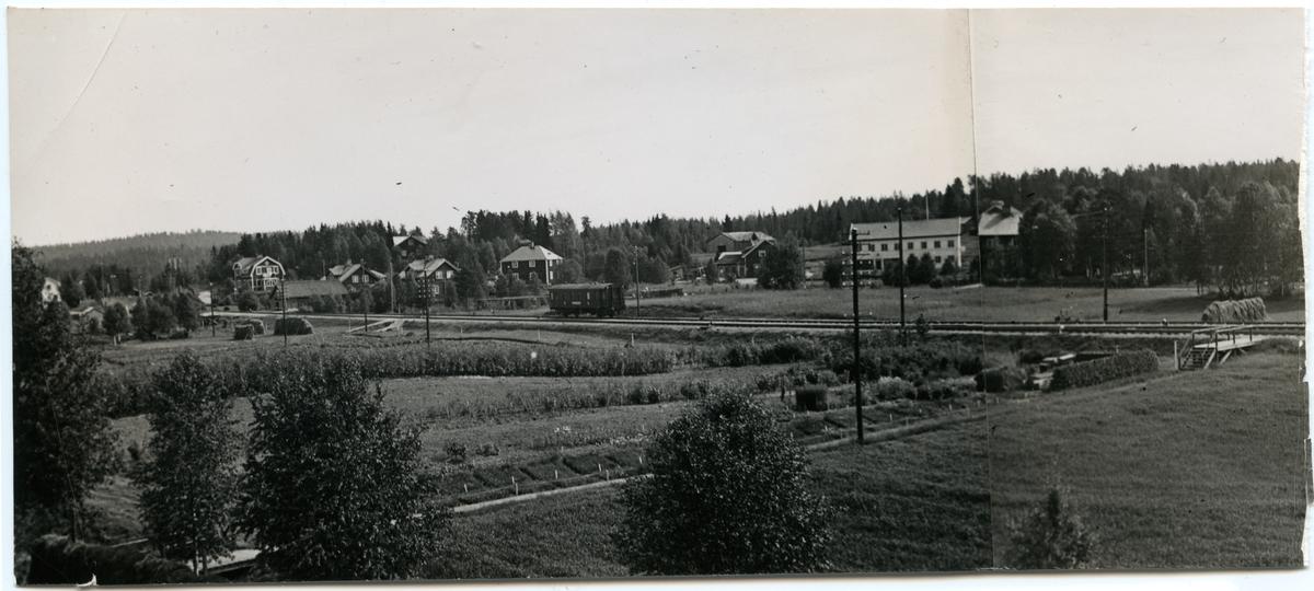Del av Storuman. stora vita huset och huset till vänster om detta uppfördes 1937.