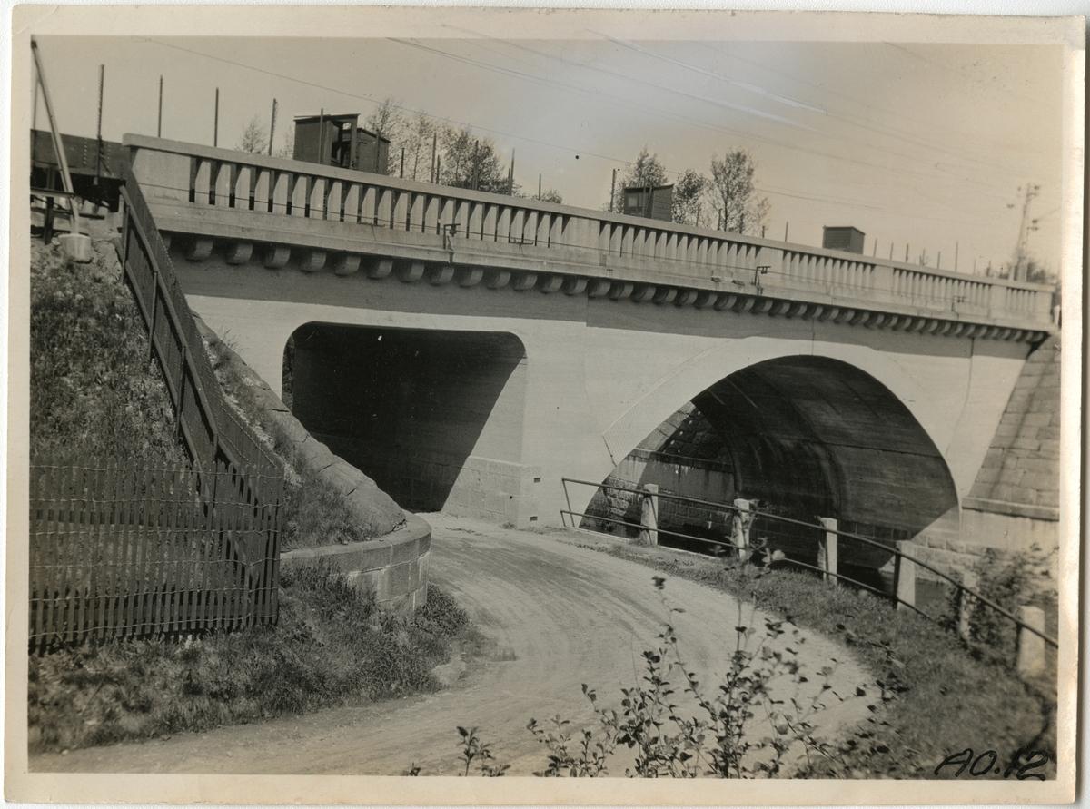 Bro över Säveån och vägport.