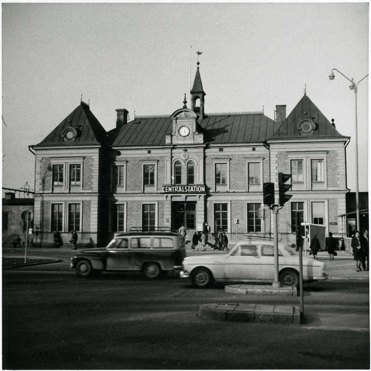 Linköping C från gatusidan.