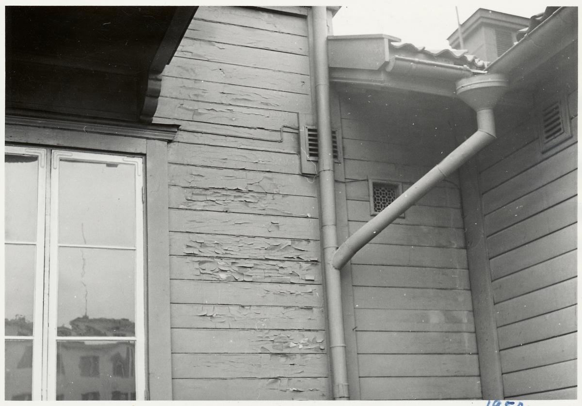 Del av fasaden på Ljusdals stationshus.