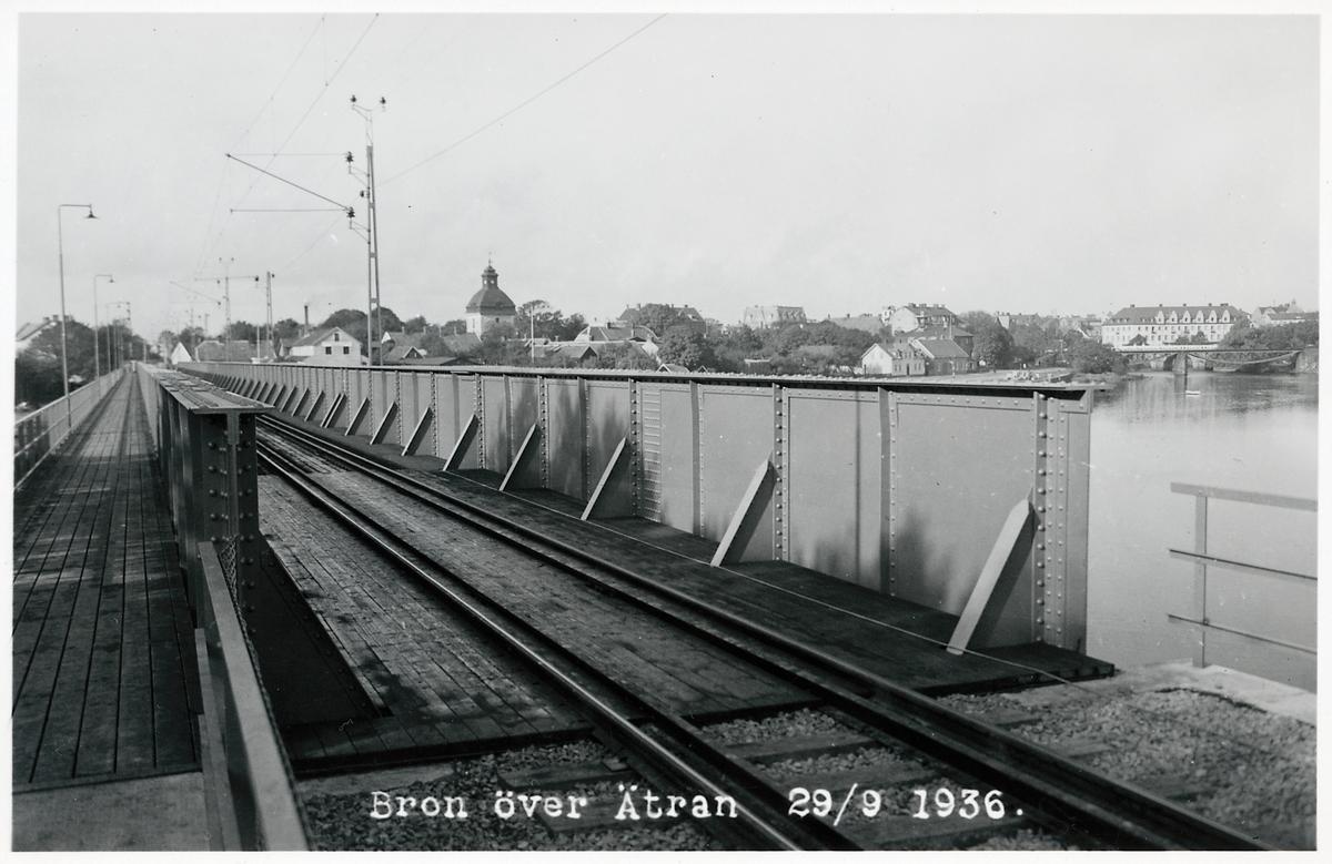 Den nya järnvägsbron över Ätran.