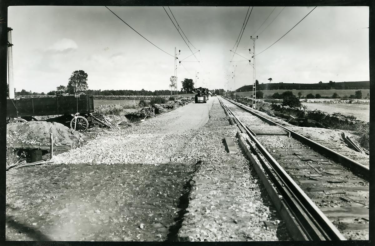 Packning av makadam på linjen mellan Sösdala och Tjörnarp.