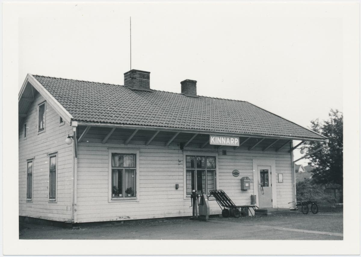 Håll- och lastplats anlagd 1906. Envånings stationshus i trä. Öppnad 1906-12-21. Först station, men från 1925 håll- och lastplats