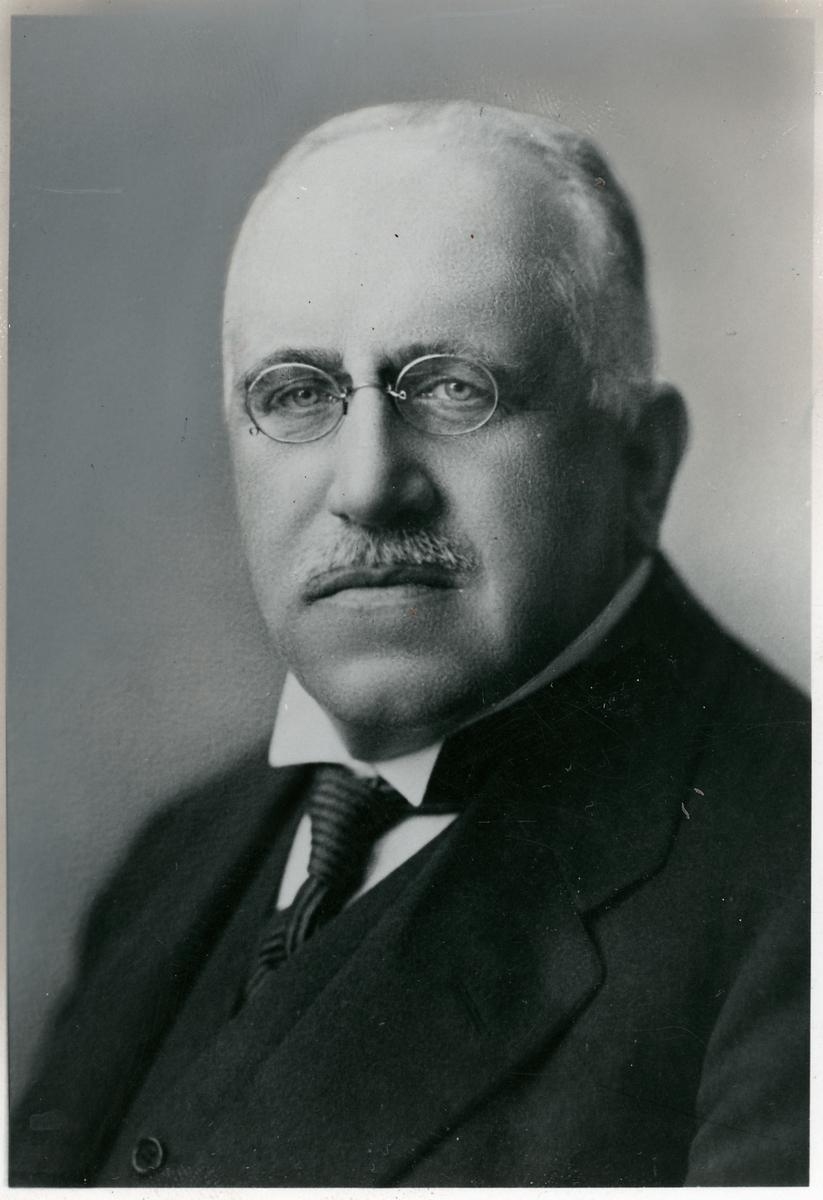 L.L. Lorichs som var revisorsuppleant 1889, revisor 1890-1891och 1917-1919, styrelseledamot 1920-1929.