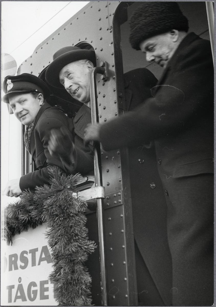 På loket till första eltåget på linjen mellan Söderhamn - Hudiksvall.