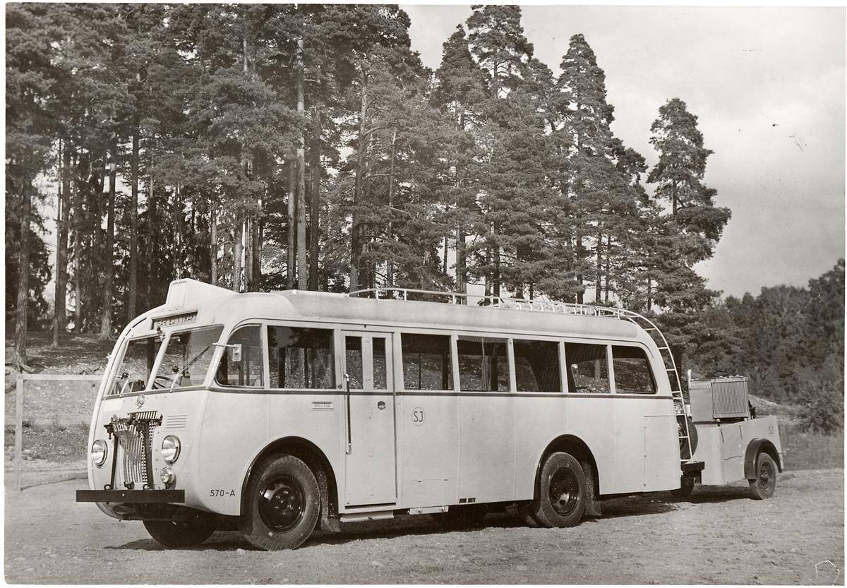 Statens Järnvägar, SJ Buss 570-A med gengassläpvagn.