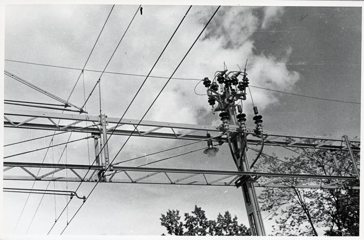 Kontaktledning i Sävsjö på linjen mellan Nässjö - Alvesta.