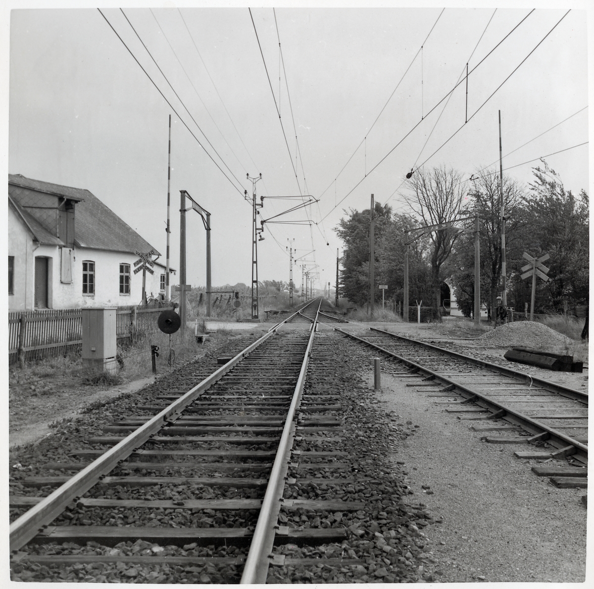 Järnvägsövergången vid Jordholmen S:a, sedd från spåret.