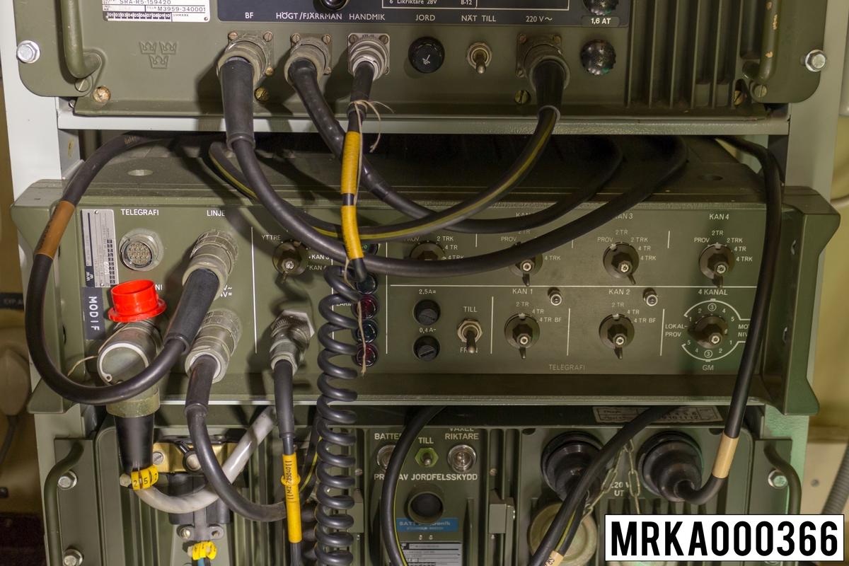 Bärfrekevnsutrustning BF 541 medger att fem tal- och dataförbindelser kan överföras samtidigt. Överföringen sker på fältkabel DL 1000 alternativt HDL 500 (två par) genom användning av sk frekvensdelningsmultiplexering FDM (Frequency Division Multiplex).  Ursprungsbeteckning: EB TYP ZFGR 30301.