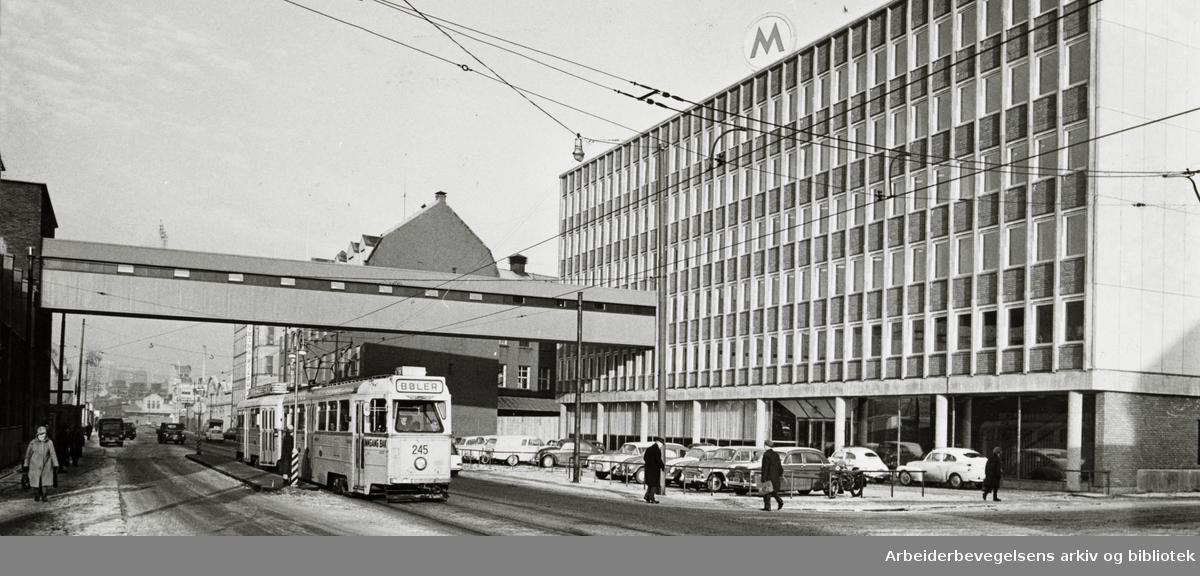 Fellesmeieriets nye avlastningsbygg i Schweigaards gate. Mars 1965