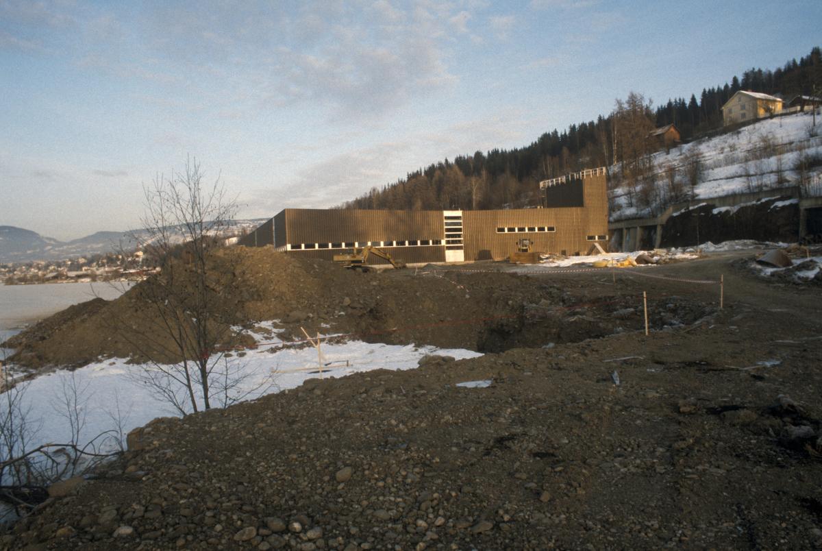 Lillehammer. Hovedkloakkrenseanlegget, R2, under anlegg ved Mjøsa. Søndre del. Utsyn mot nord.