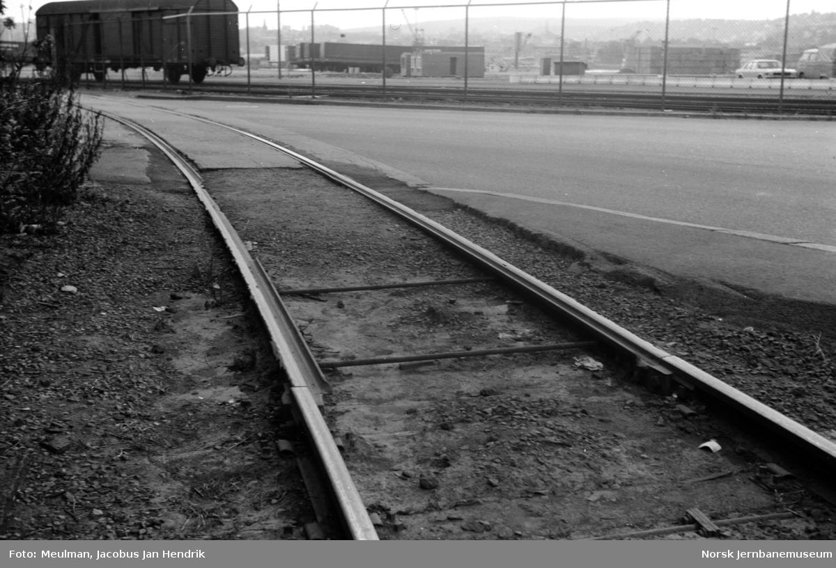 Fra Havnebanen i Oslo, overgangen mellom vanlig spor og rilleskinner.