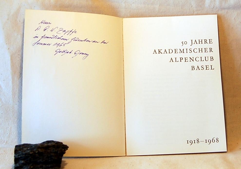 Filosofen Peter Wessel Zapffe og hans kone Berit testamenterte sin eiendom på Båstad i Asker til Universitetet i Oslo. Da det ble besluttet å selge eiendommen i 2009 ble deler av P.W. Zapffes arbeidsrom og andre eiendeler overlatt til Asker Museum. Denne samlingen inngår nå som en permanent utstilling på museet. Zapffes notat på forsiden. Dedikasjon.