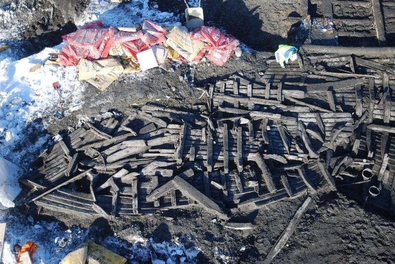 Skipsfunnet BC8 etter at det var avdekket på utgravningen. Konservatorene arbeider nå med å sette sammen og stille ut skipsdelene slik de ble funnet. (Foto/Photo)