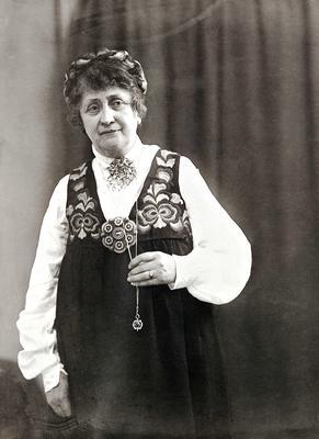Hulda i hennes kjente Huldadrakt. (Foto/Photo)