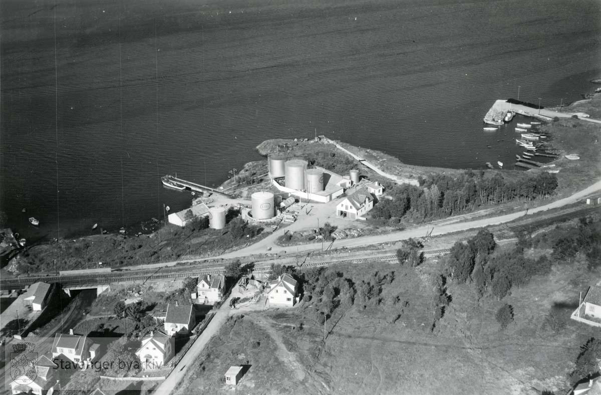 Bispeladegård mot øst og Gandsfjorden..Fra venstre Hamneveien, Baneveien..Videre Jærbanen, Consul Sigval Bergesens vei...
