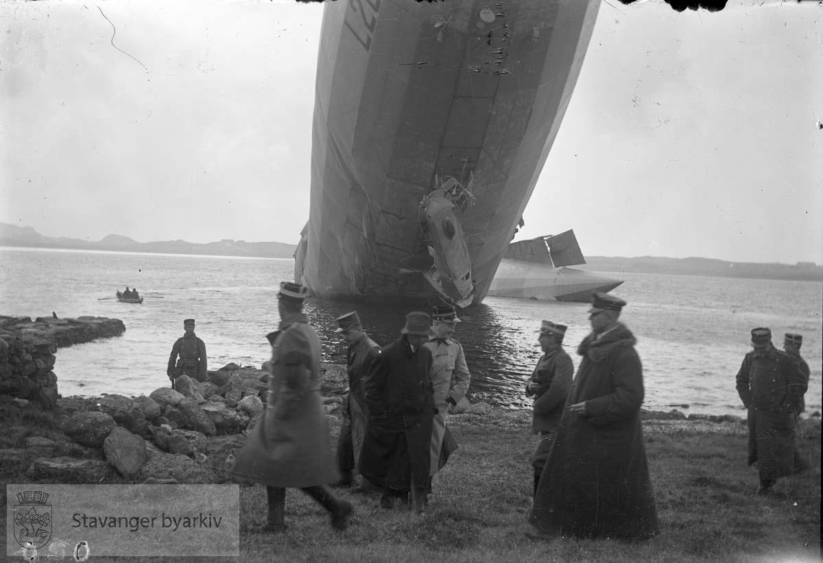 Zeppelin i Hafrsfjord.Nettop styrtet, militære Zeppeliner styrtet i Gandsfjorden