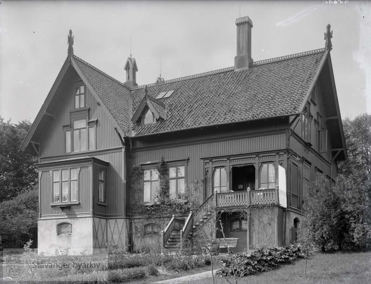 Ifølge matrikkel over Stavanger 1922-23, var huset eid av kjøpmann H. Hauge.