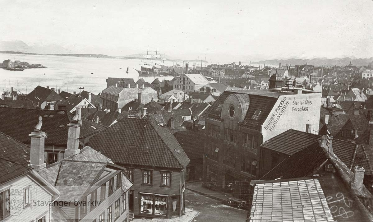 Sett fra Valberget..Nærmeste bygg ligger til Kirkegata, Breigata og Valbergjet (Sting i dag)