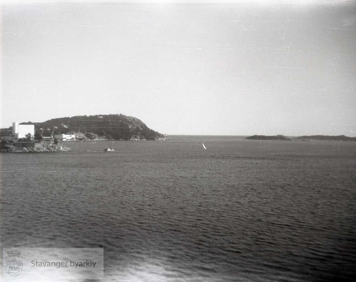 Odderøya i bakgrunnen (?)